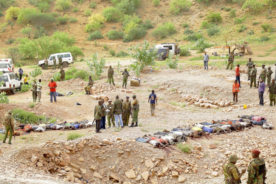 Des militaires kenyans sont massés sur les lieux... (PHOTO AFP/STRINGER)