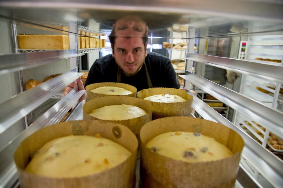 «Il faut enfourner», lâche le chef boulanger Jeff Finkelstein. Ses panettones enflent depuis 12 heures déjà dans leur petite moule de papier doré, mais ne tolèreront pas quelques minutes de plus. (Photo Alain Roberge, La Presse)