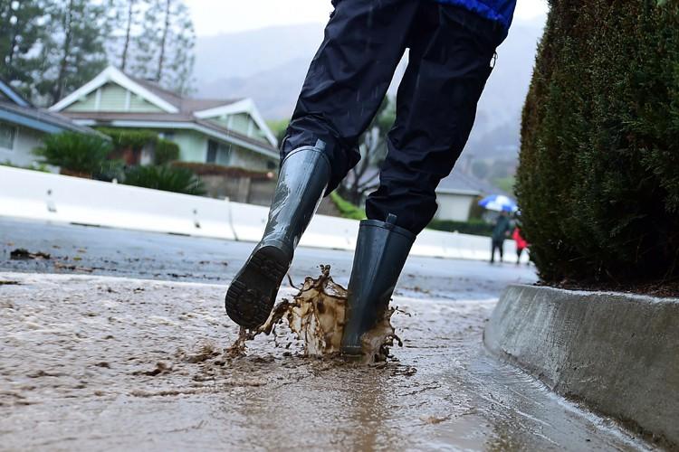 Après des mois de sécheresse, de fortes pluies se sont enfin... (Photo: AFP)