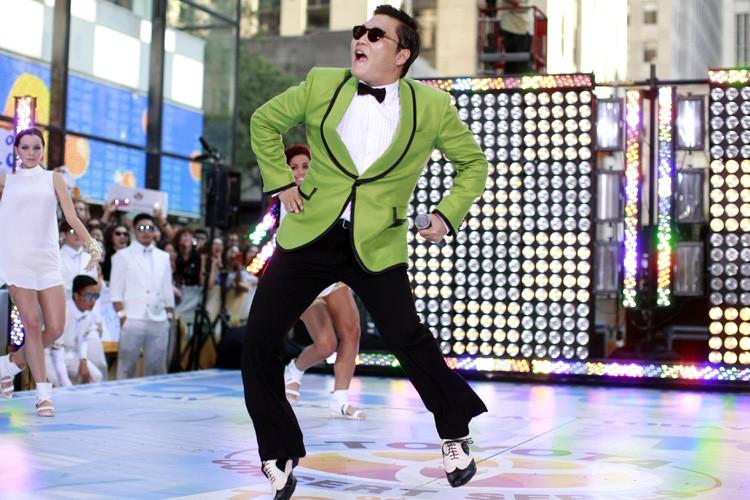 Psy performant Gangnam Style sur le plateau de... (PHOTO ARCHIVES REUTERS)
