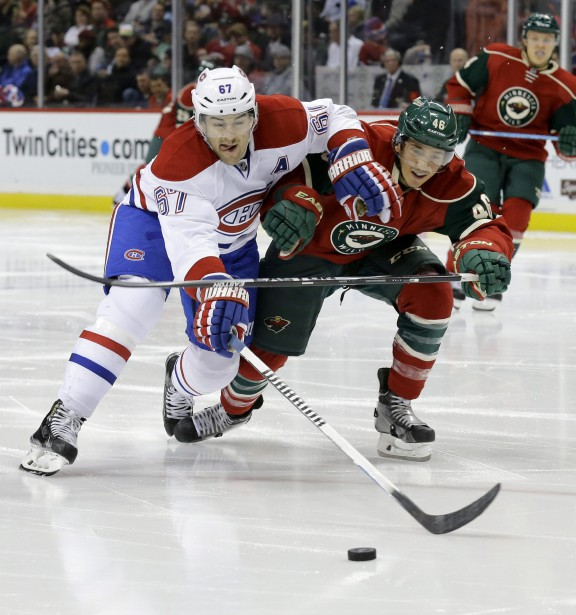 Max Pacioretty tente de battre de vitesse Jared Spurgeon. (AP)