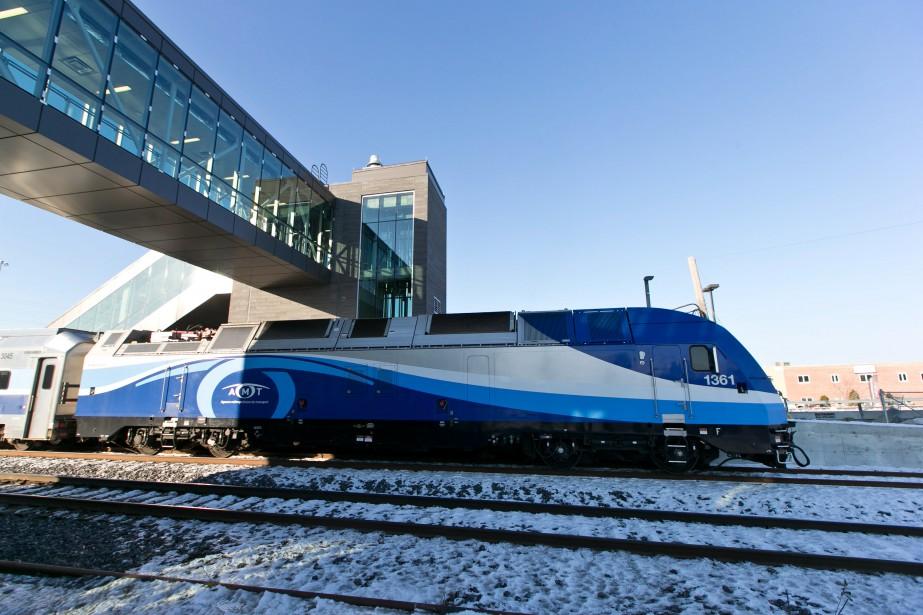 La mise en service du Train de l'Est était impatiemment attendue notamment à Repentigny. (Photo Hugo-Sébastien Aubert, La Presse)