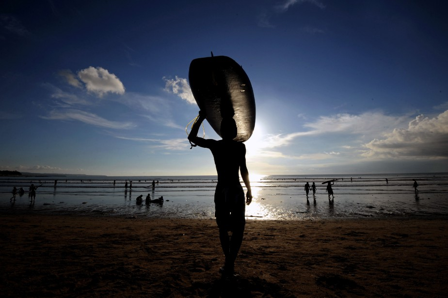 Une plage de surf de l'île de Bali... (Photo Sonny Tumbelaka, archives AFP)