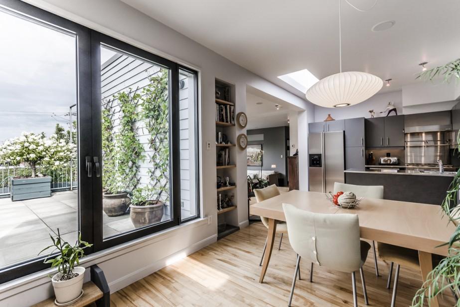 Il est facile d'accéder à la terrasse de la salle à manger ou de la cuisine. (Photo fournie par Sotheby)
