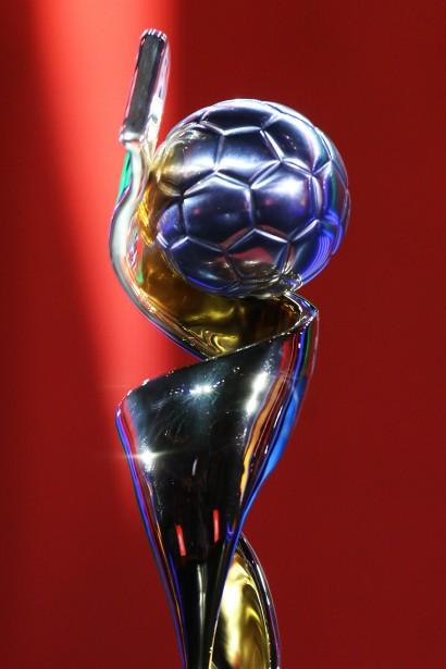 Le convoité trophée de la Coupe du monde de soccer féminin. (Patrick Woodbury, LeDroit)