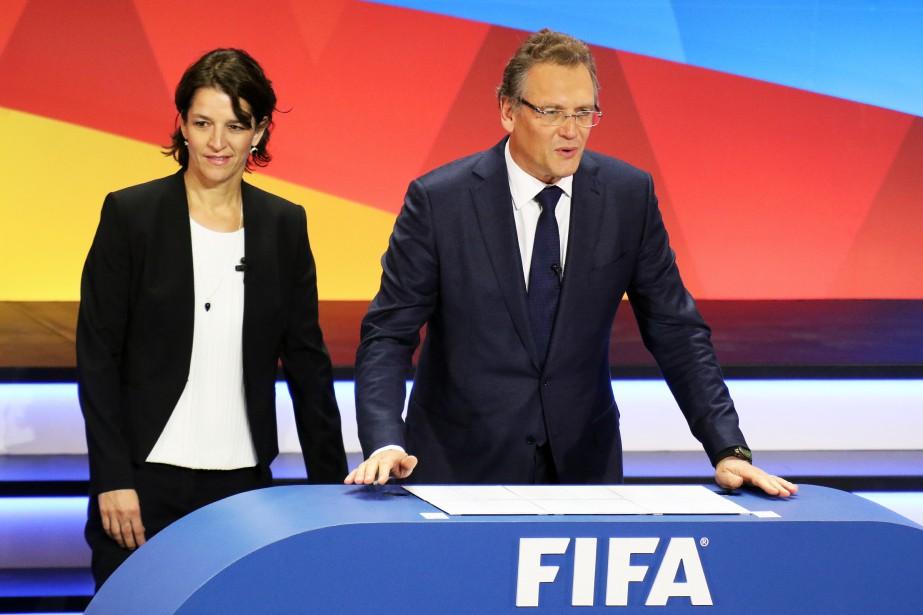 La directrice des compétitions de la FIFA, Tatjana Haenni, et le secrétaire général de la FIFA, Jérôme Valcke, quelques instants avant le grand moment, (Patrick Woodbury, LeDroit)