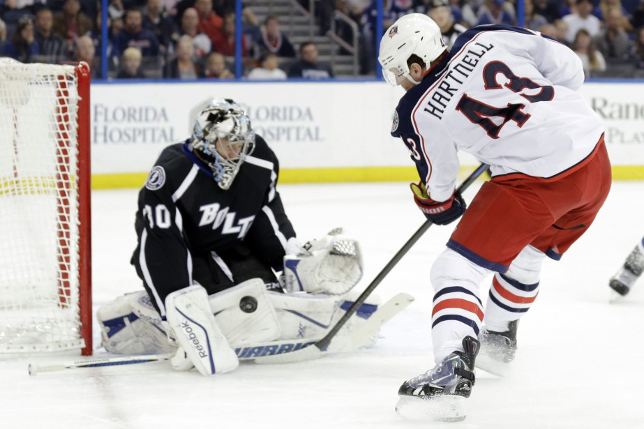 Scott Hartnell tente de déjouer le gardien Ben... (Photo Chris O'Meara, AP)