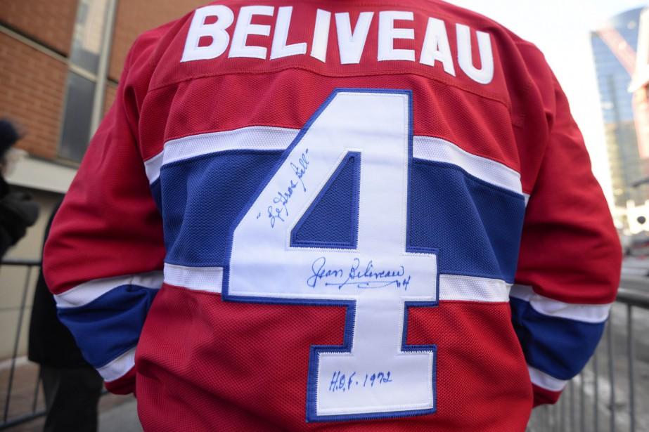 Plusieurs partisans du Canadien avaient revêtu un chandail au nom du célèbre numéro 4. (PHOTO CHARLES LABERGE, COLLABORATION SPÉCIALE)