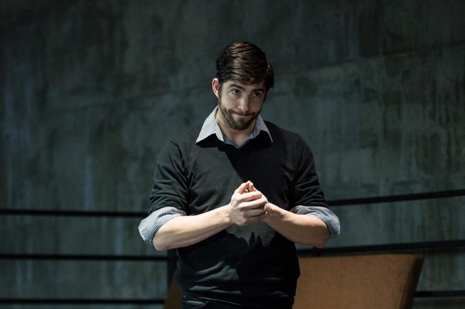 Au début de chaque scène, un interprète sort... (PHOTO: H.B. LEFORT, FOURNIE PAR ESPACE LIBRE)