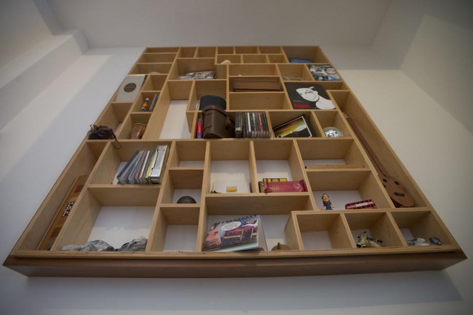«J'ai la chance de travailler avec des architectes et des designers, ce qui fait que je suis toujours à la page sur les tendances», dit Luc Sergerie. En témoigne cette étagère qui décore le mur de l'entrée. (Photo Ivanoh Demers, La Presse)