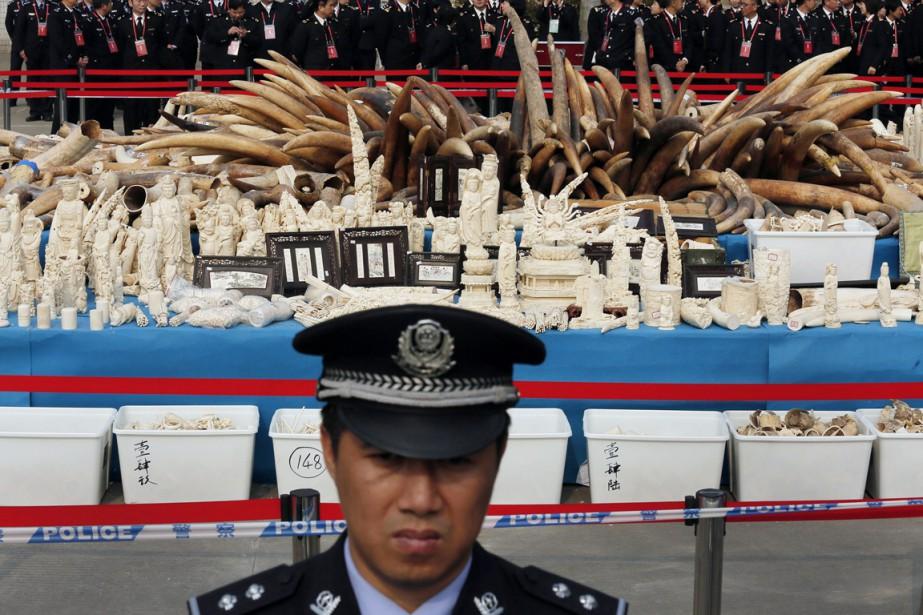 Les autorités chinoises ont fait fermer 10 magasins... (PHOTO VINCENT YU, ARCHIVES AP)