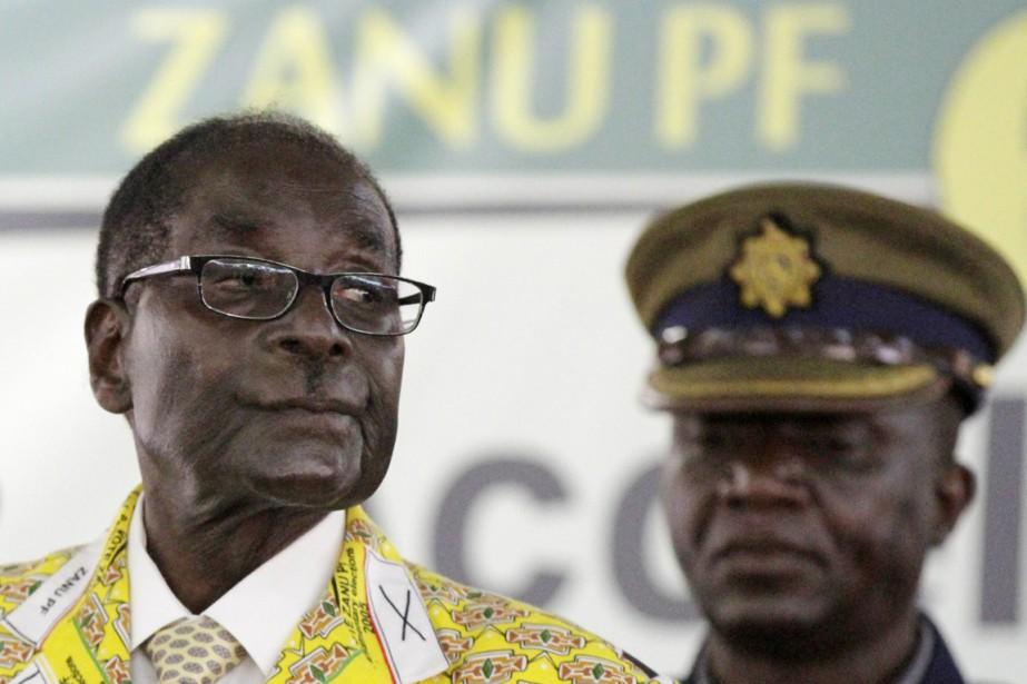 À 90 ans, Robert Mugabe est au pouvoir... (PHOTO PHILIMON BULAWAYO, ARCHIVES REUTERS)