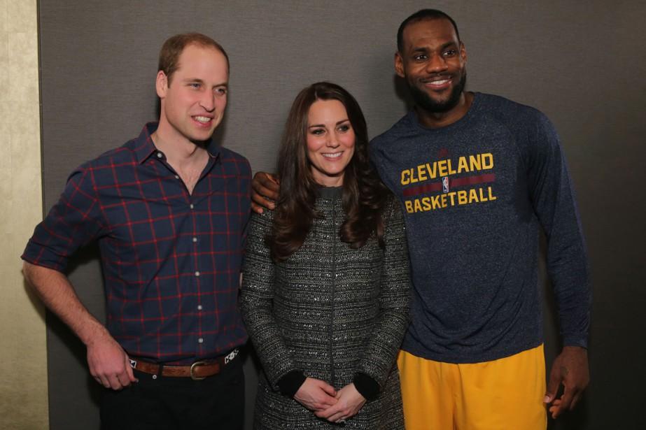LeBron James (à droite) a rencontré le prince... (Photo Neilson Barnard, AFP)