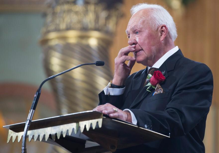 Yvan Cournoyer n'a pu retenir ses larmes durant son témoignage. (Photo Paul Chiasson, La Presse Canadienne)