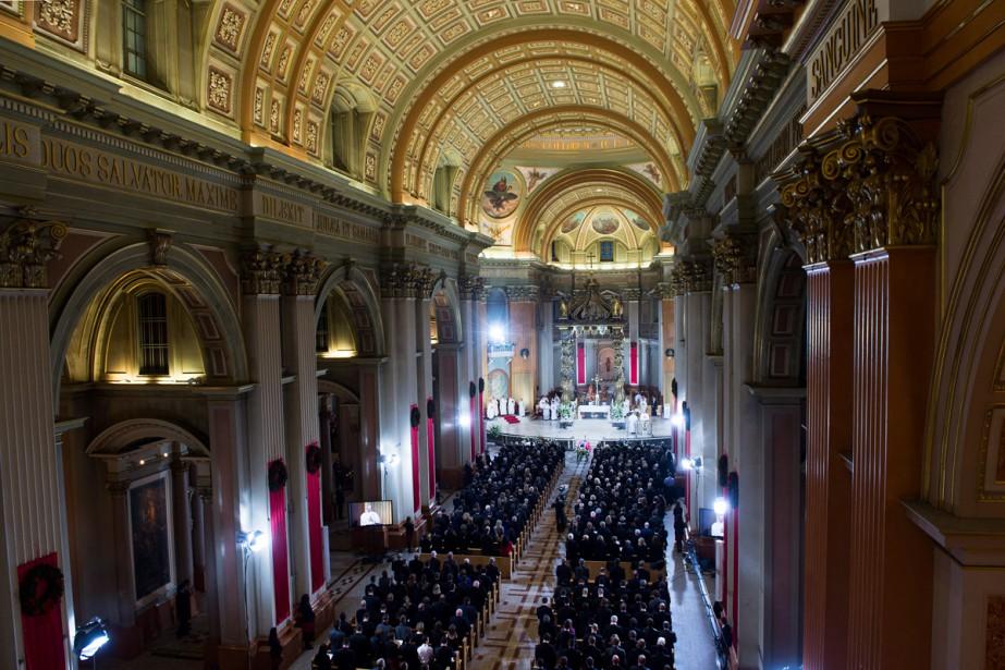 La cathédrale Marie-Reine-du-Monde était remplie à pleine capacité. (Photo Paul Chiasson, La Presse Canadienne)