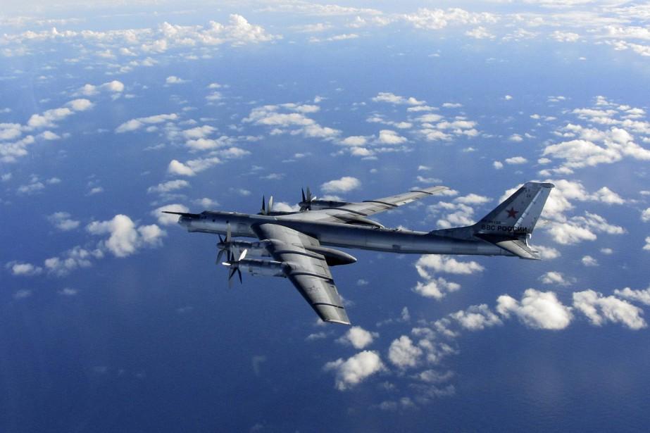 Photo d'un bombardier à longue portée russe prise... (Photo archives AP/Royal Air Force)