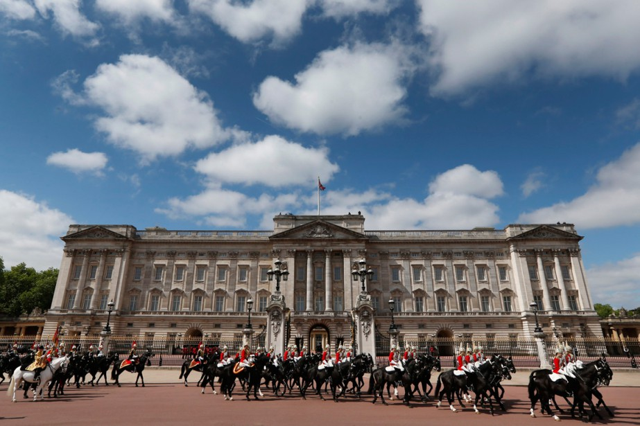 Buckingham Palace... (Photo Lefteris Pitarakis, archives AP)
