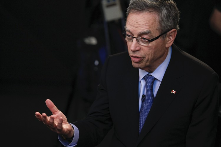 Joe Oliver doit faire l'annonce des montants de... (PHOTO CHRIS GOODNEY, BLOOMBERG)