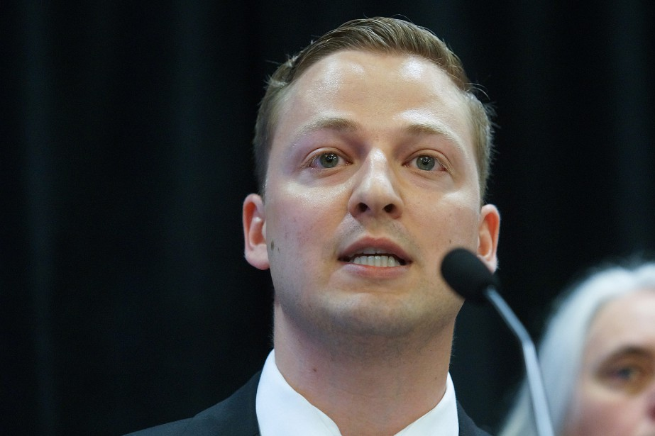 Le député de Terrebonne, Mathieu Traversy, appuie Bernard... (PHOTO MARIO BEAUREGUARD, ARCHIVES LA PRESSE CANADIENNE)
