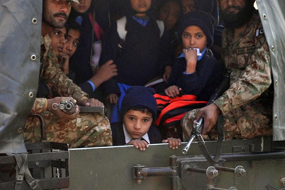 Des talibans ont massacré plus de 140 personnes, la... (PHOTO A. MAJEED, AFP)