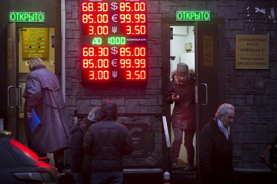 À ses niveaux actuels, le rouble a perdu... (Photo AP)