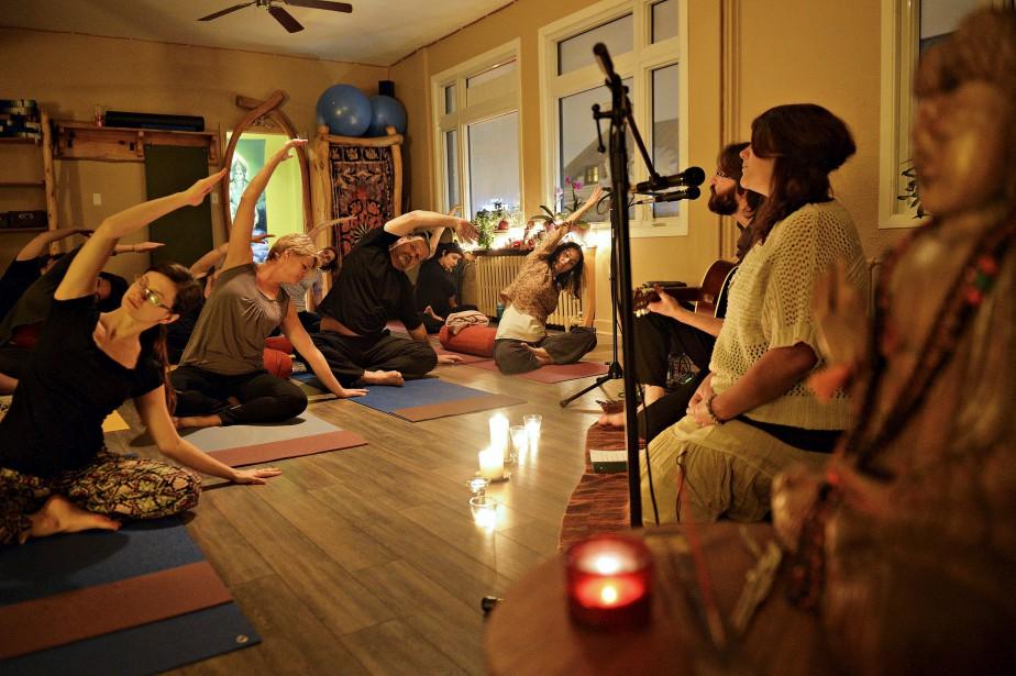 Cours de yoga, studio Soham bis, avec le duo Shanbho et Devi (Le Soleil, Pascal Ratthé)