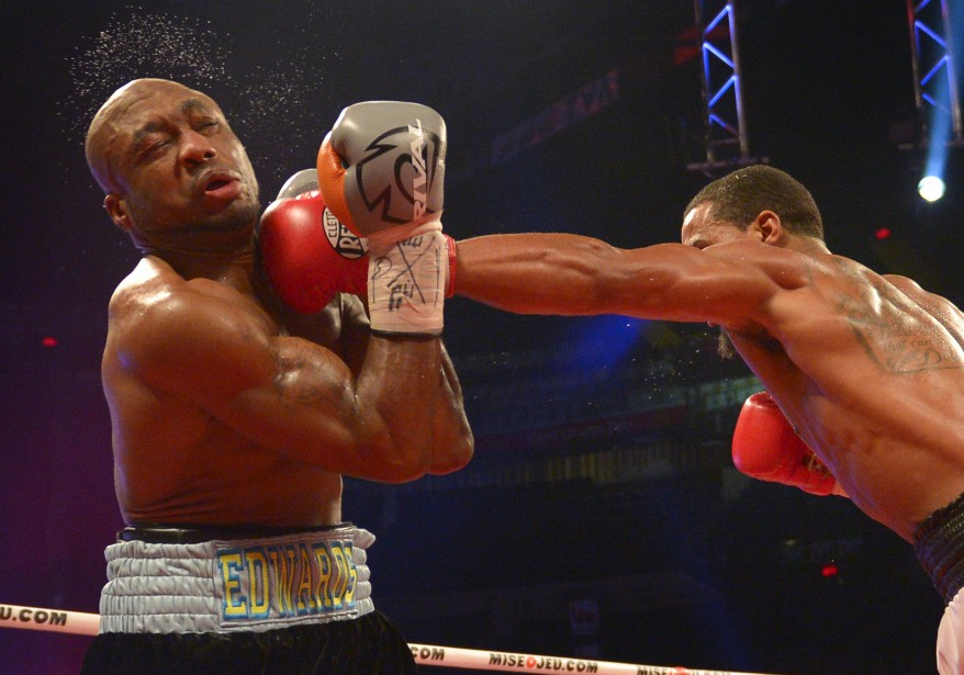 Edwards a fait preuve d'une résilience surprenante au cours d'un long combat de 12 rounds, encaissant de nombreux coups qui en auraient fait tomber plusieurs, avant de remonter contre Direll à la fin. (Le Soleil, Yan Doublet)
