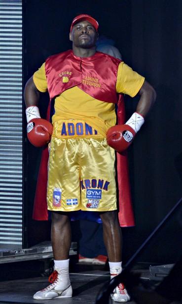 Stevenson a fait son entrée, vêtu d'une cape rouge sur la chanson-thème de Superman. La scène avait des airs de «living in America» de Rocky IV. (Le Soleil, Pascal Ratthé)