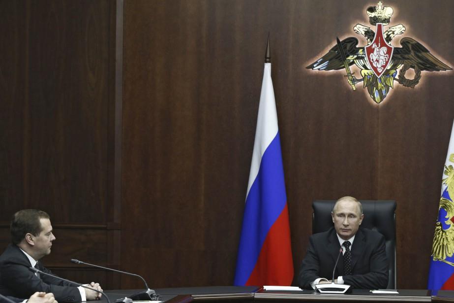 Le premier ministre russe Dmitri Medvedev aux côtés... (Photo Reuters\Gouvernement russe)
