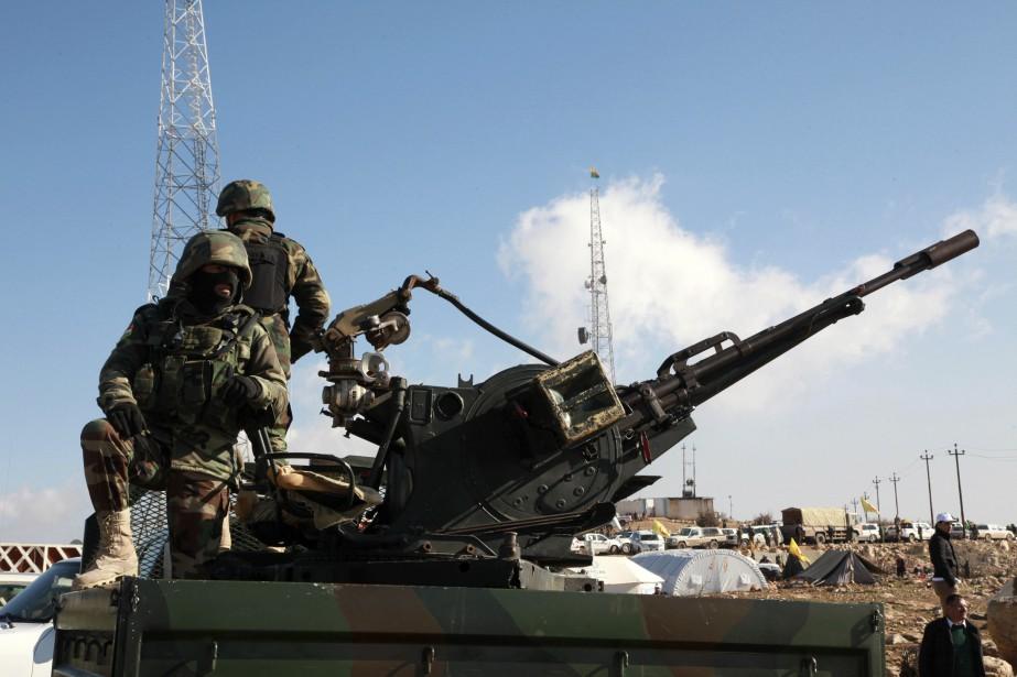 Assistés par les avions de combat de la coalition... (PHOTO REUTERS)
