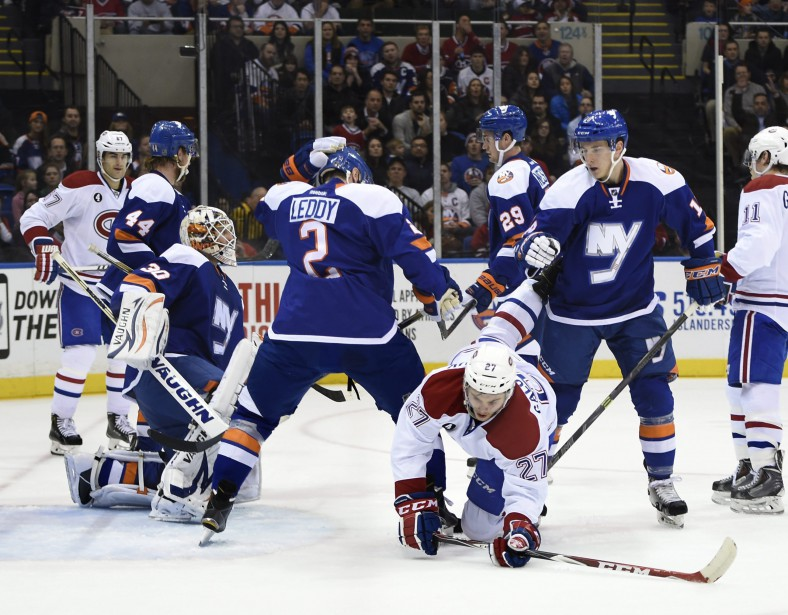 La défense des Islanders reste vigilante. (Photo AP)