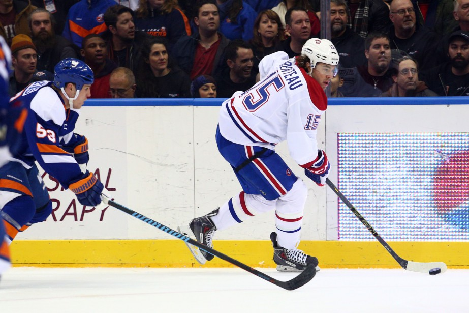 Parenteau tente de percer la défense. (Photo USA Today Sports)