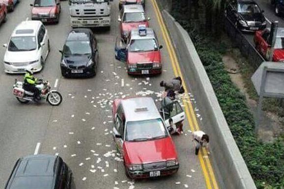 En tout, plus de 15,23 millions dollars de... (Photo tirée de Twitter/hongkong.coconuts.co)