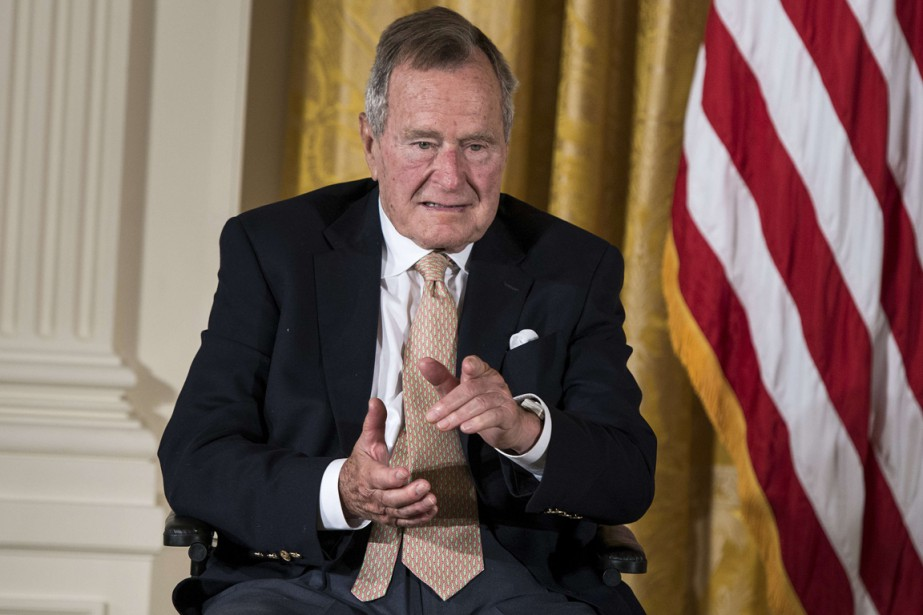 George H.W. Bush... (Photo archives AFP)