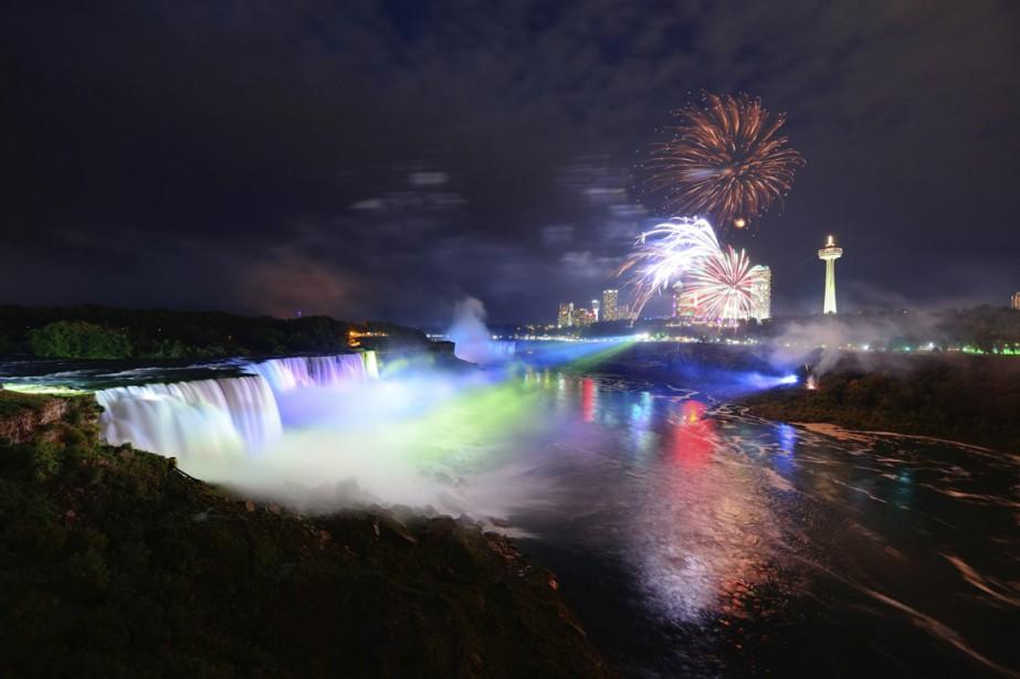 Destination kitsch par excellence du Canada, Niagara Falls... (PHOTO THINKSTOCK)