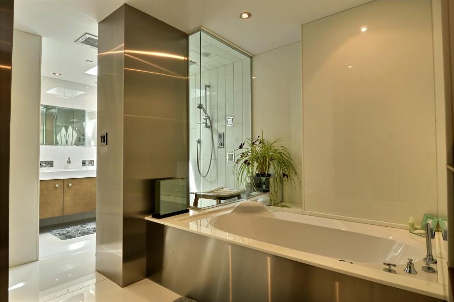 Profil o sans conteste la plus belle vue en ville for Plus belle salle de bain du monde