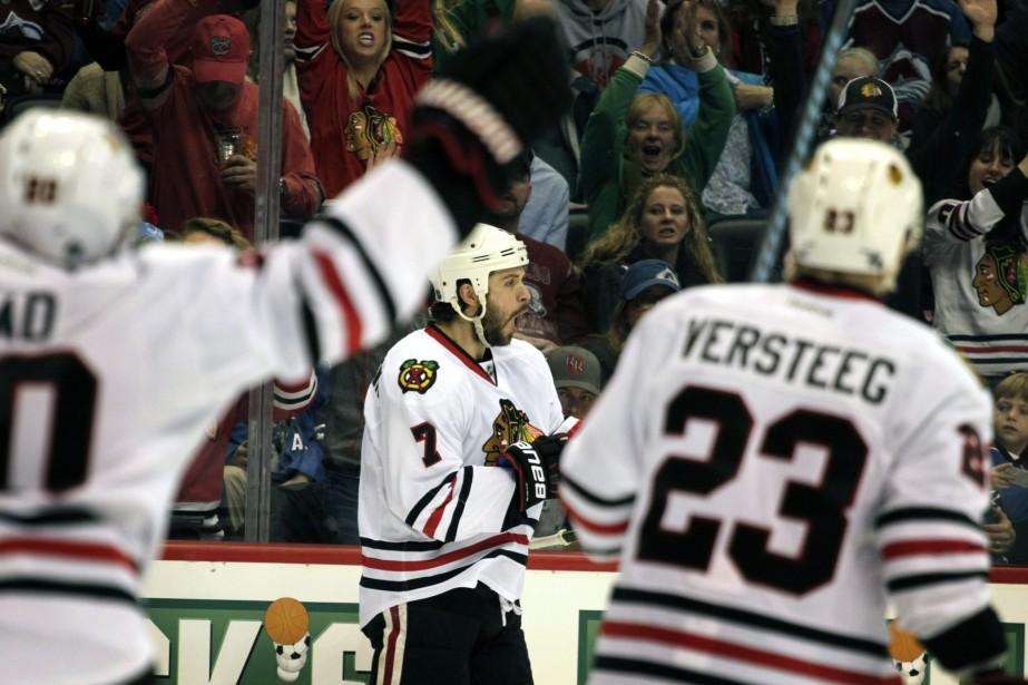 Patrick Kane a marqué deux buts et Corey Crawford a... (Photo Joe Mahoney, AP)
