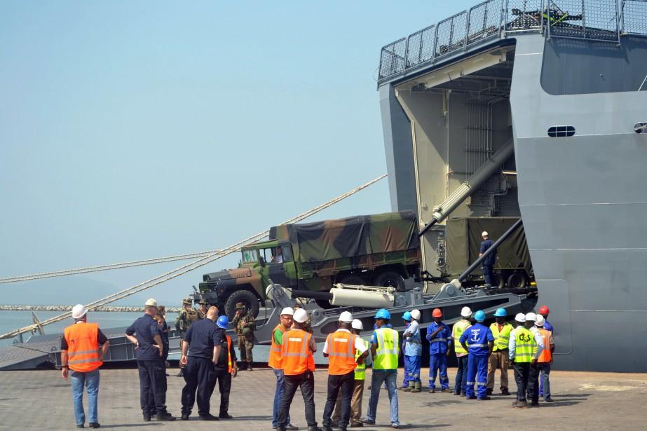 L'aide débarquée à Conakry d'un navire néerlandais est... (PHOTO CELLOU BINANI, AFP)
