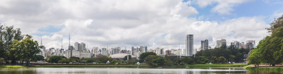 Le parc Ibirapuera, véritable oasis au coeur de la bruyante ville. (Photo Wilfredor, wikimedia commons)