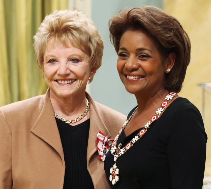 En 2009, consécration d'une longue et riche carrière, Suzanne Lapointe recevra l'Ordre du Canada des mains de la gouverneure générale, Michaëlle Jean. (Photo FRED CHARTRAND, Archives PC)