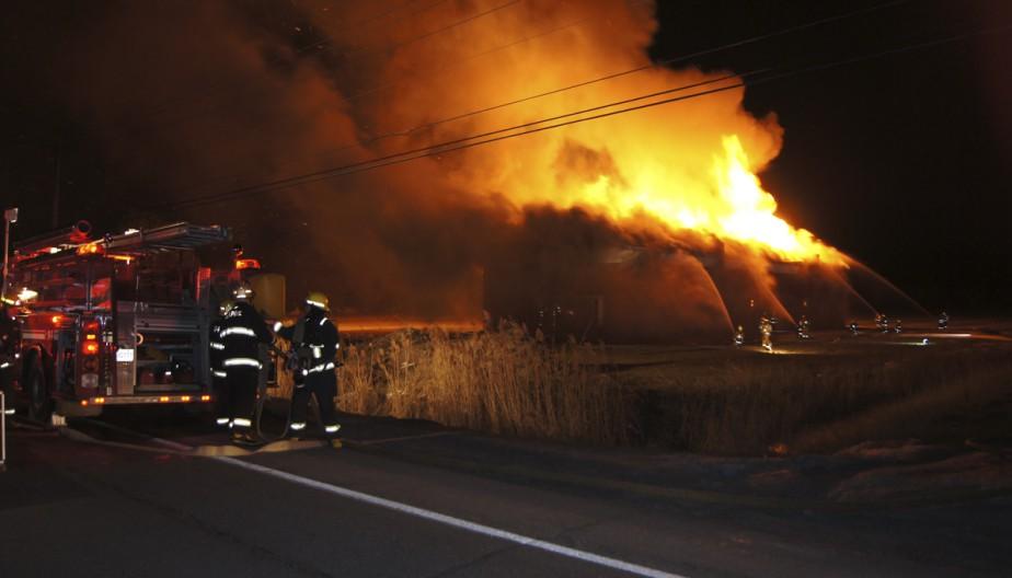 Un incendie suspect ravage un entrepôt: «Ça a été un combat très intense» - LaPresse.ca