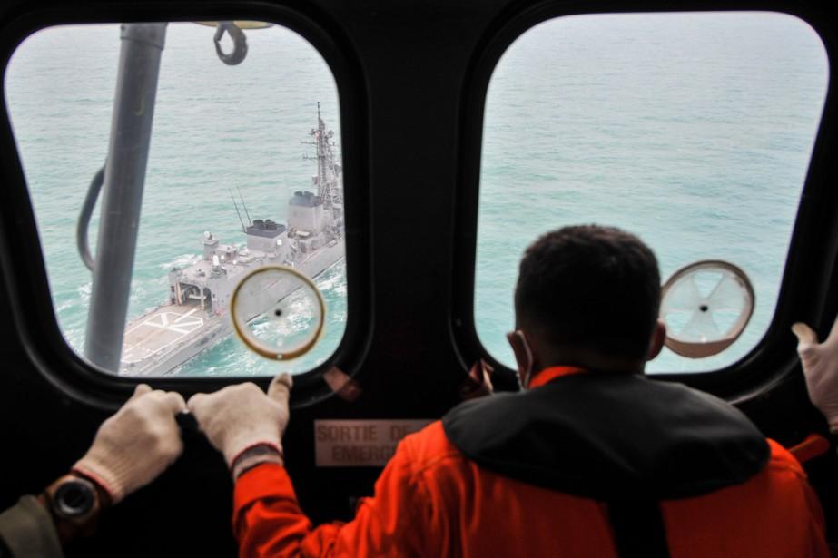 La priorité fixée aux équipes de recherches est... (PHOTO VERI SANOVRI, AFP)