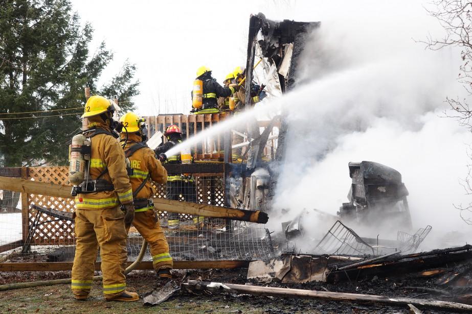 Une résidence rasée par un incendie - LaPresse.ca
