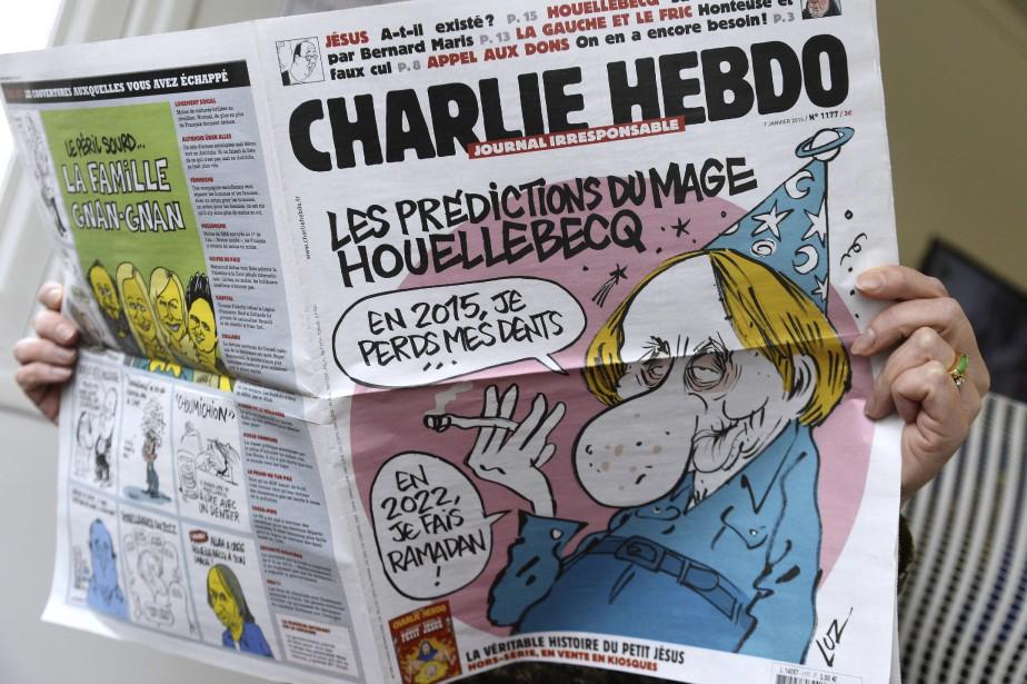 L'édition du 7 janvier de l'hebdomadaire satirique  Charlie Hebdo , dont les locaux ont été la cible d'hommes cagoulés et armés. Au moins 12 personnes ont été tuées lors de cet attentat terroriste vraisemblablement perpétré par des intégristes islamistes. | 7 janvier 2015