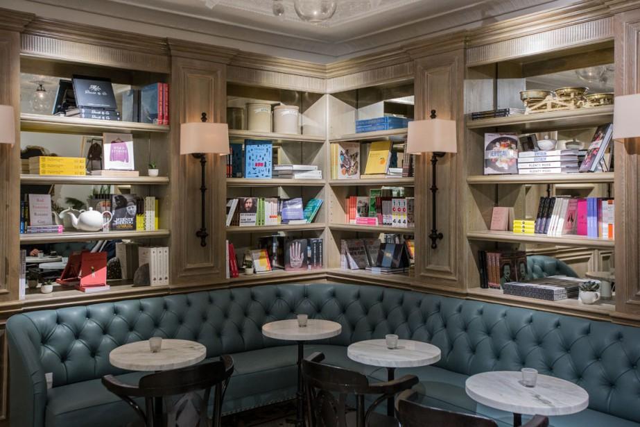 Une sélection de livres provenant de la librairie Drawn & Quarterly est offerte sur place. (Photo Edouard Plante-Fréchette, La Presse)