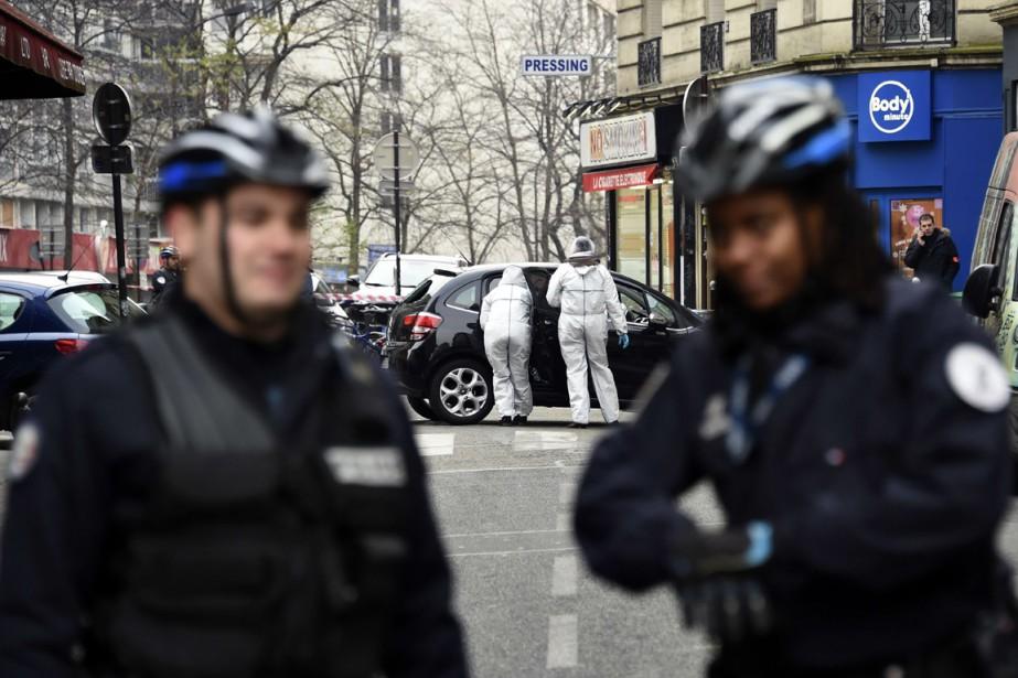 Après avoir débarqué d'une Citroën noire aux vitres... (Photo AFP)