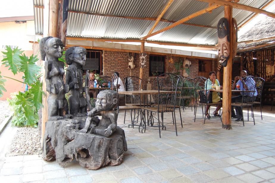 Le restaurant Baobab est reconnu pour son buffet du midi composé de mets locaux et sénégalais. (Photo Jean-Thomas Léveillé, La Presse)