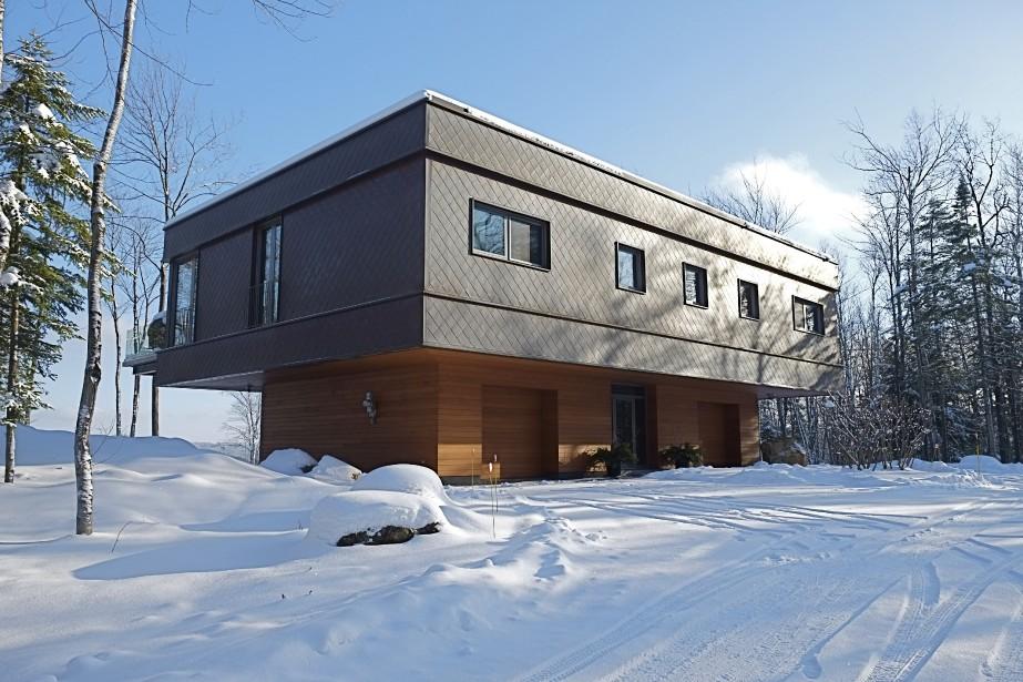 racine planter une maison parmi les arbres pierre desch nes maisons de luxe. Black Bedroom Furniture Sets. Home Design Ideas