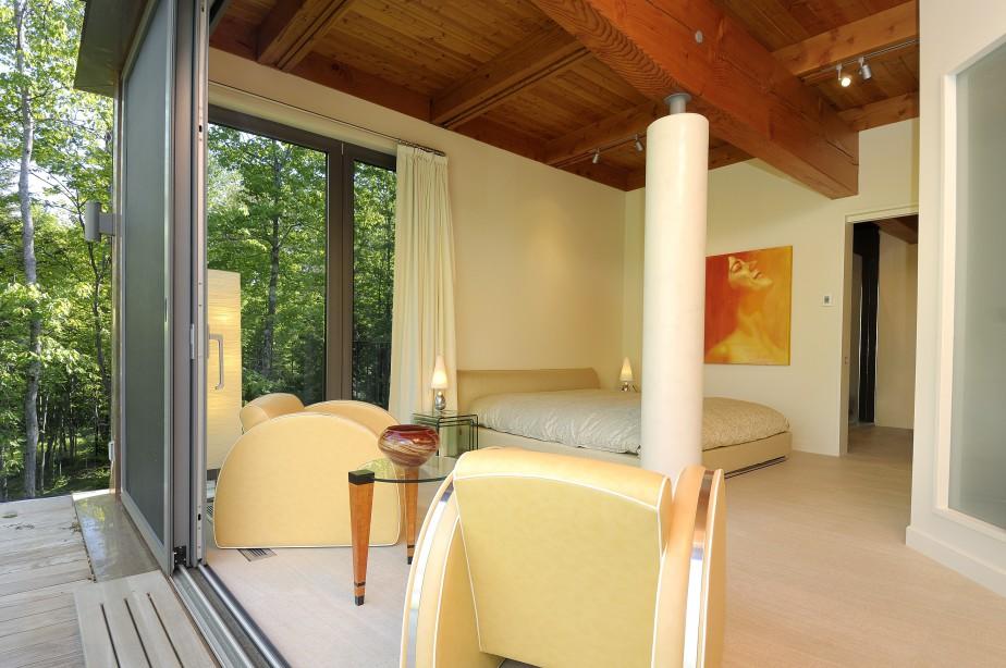 L'une des quatre chambres à coucher de la maison. (PHOTO FOURNIE PAR PIERRE LÉVEILLÉ)