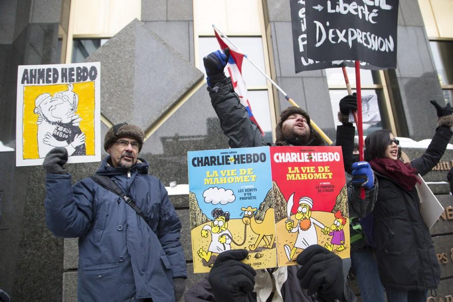 Par deux fois, <em>La Marseillaise</em> a été chantée par la foule. (Photo Robert Skinner, La Presse)